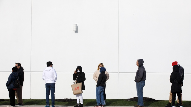 shoppers-line-up-outside-vaughan-mills-shopping-centre